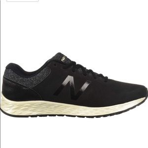 🌗NWT Black and Gold New Balance Running Shoes